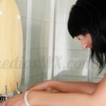remedio vomito mujer baño vomitando