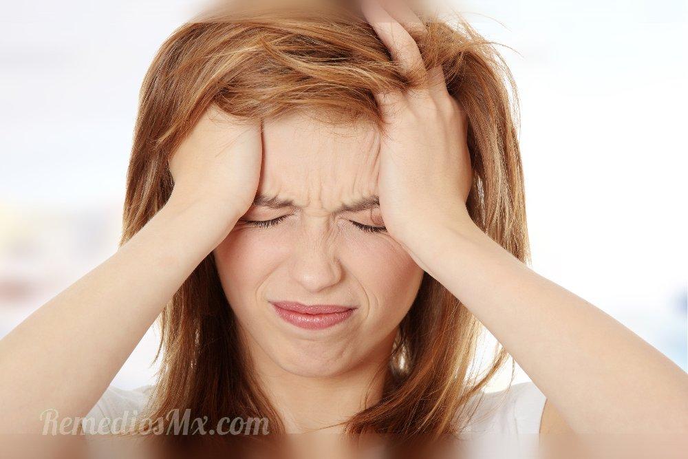 dolor de cabeza mujer