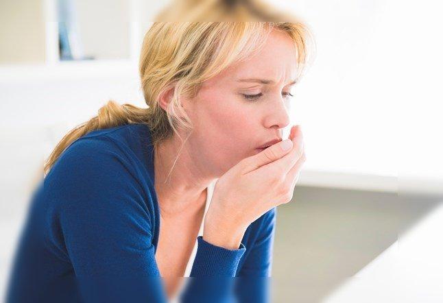 mujer tos seca tosiendo remedio